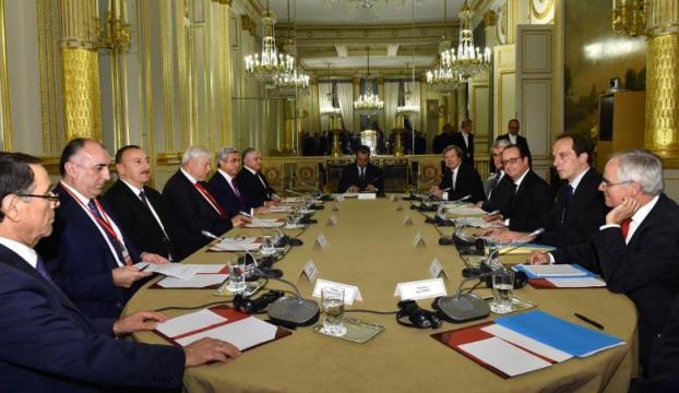 Fransada üçlü toplantı