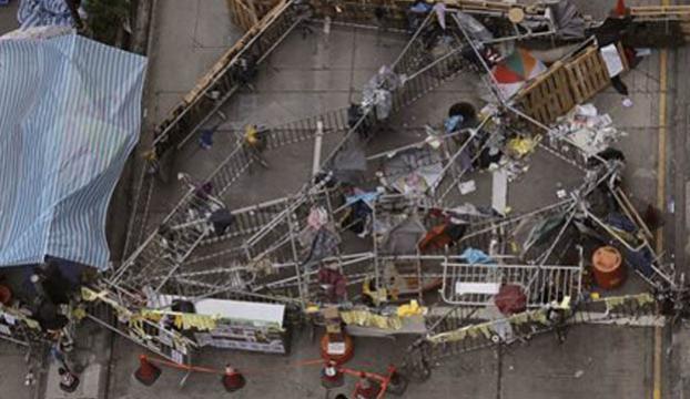 Mong Kok barikatları kaldırılıyor