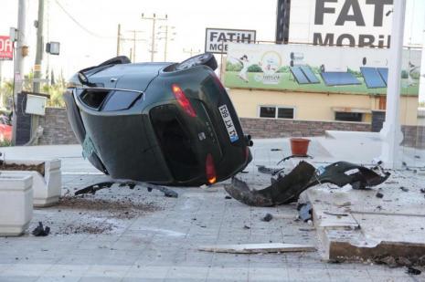 Otobüs durağında kaza iki kişinin canını aldı