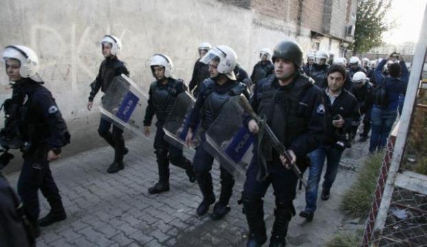 500 Polisle gösterici aradı
