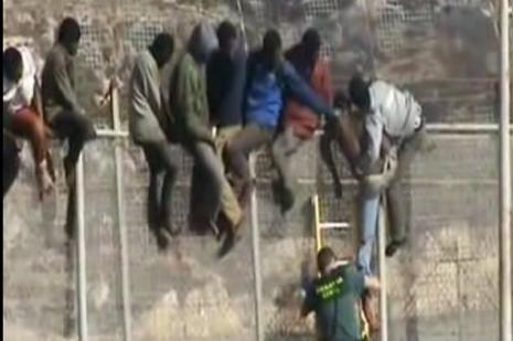 Afrikalı göçmenlerden İspanya taarruzu