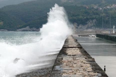 Amasrada 12 metrelik dalgalar