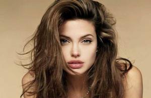 Angelina Jolie'nin siyah renge takıntısı var
