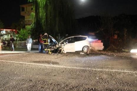 Araçlar hurdaya döndü: 8 yaralı