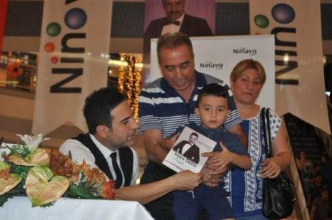 Berdan Mardini Diyarbakır'da mini konser verdi
