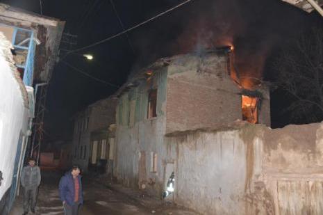Boş ev yandı