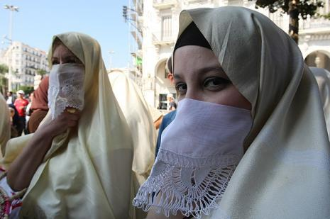 Cezayirde başörtüsü sorunu