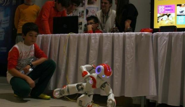 Dâhi çocuk robot yaptı