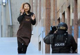 IŞİD Avusturalya'da 10 kişiyi rehin aldı