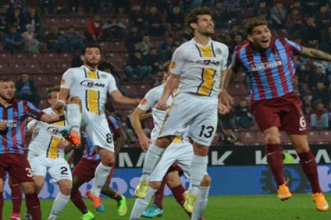 Trabzonspor, Belçika temsilcisi Lokeren'i ikinci yarıda devirdi