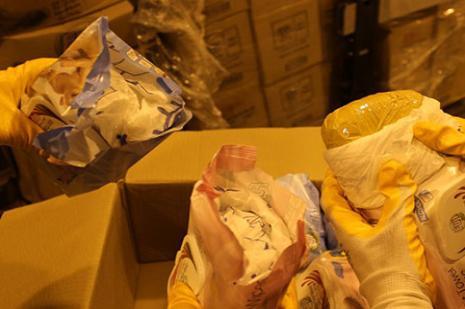 Islak mendil paketinden milyonluk eroin çıktı