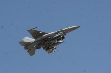 F-16lar sınıra uçtu
