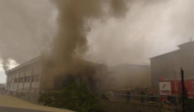 Fabrikada çıkan yangın paniğe neden oldu