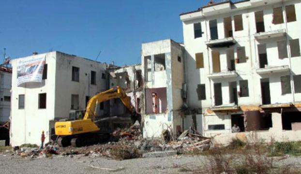 Sarhoş binalar yıkılmaya başlandı
