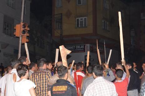 Gaziantepte iki BDP binası ateşe verildi