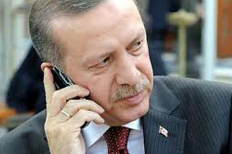 Hollande ile telefonda görüştü