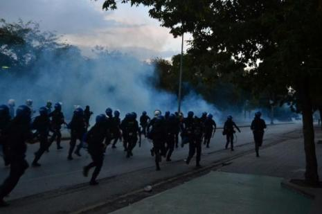 IŞİD protestosuna polis müdahalesi