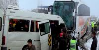 Servis ile yolcu otobüsü çarpıştı: 2 ölü, 11 yaralı