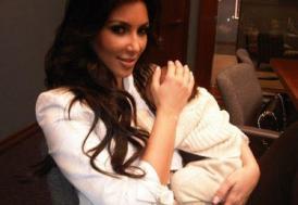 Kardashian'ın kızı soyunabilirmiş...