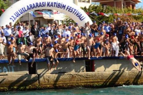 Üsküdar Belediyesi'ndeb Kız Kulesi Yüzme Yarışması