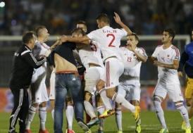Sırbistan-Arnavutluk maçında saha karıştı