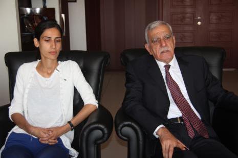 Mardin Büyükşehir Belediyesi Eş Başkanı duyarlılık çağrısı yaptı