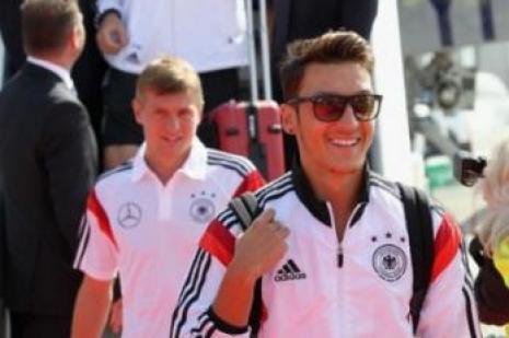 Mesut Özil Almanya yolcusu