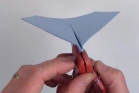Mükemmel bir kağıt uçak nasıl yapılır?