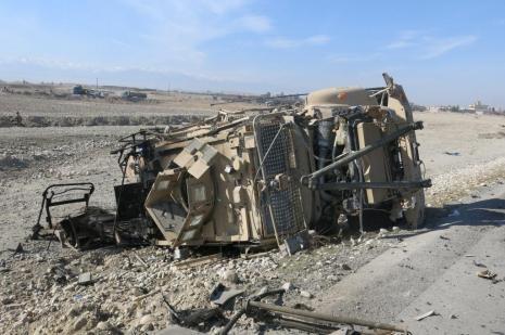 NATO konvoyuna intihar saldırısı