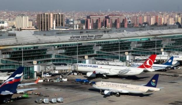 Atatürk Havalimanında şüpheli valiz fünyeyle patlatıldı