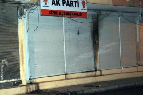 Parti binasına molotoflu saldırı