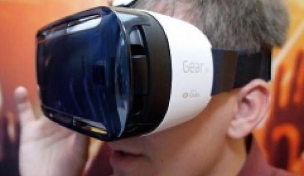 Samsungun sanal gözlüğü Gear VR satışa çıkıyor