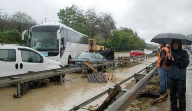 D-100 kara yolu ulaşıma kapandı
