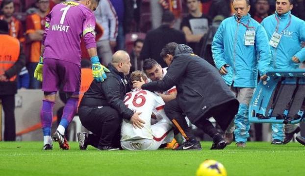 Galatasaraylı futbolcu hastaneye kaldırıldı