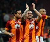 İşte sosyal medyayı sallayan Sneijder mesajları