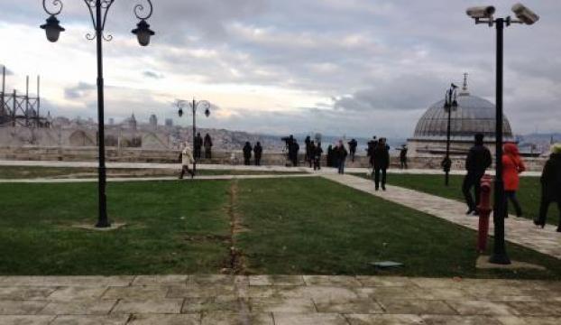 Camii avlusundaki kafe-kondu kaldırıldı