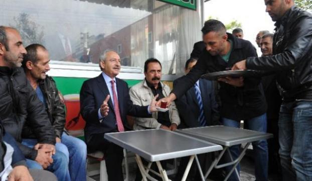 Vatandaşlarla çay içip sohbet etti