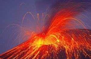 Japonya'daki Aso Yanardağı, faaliyete geçti